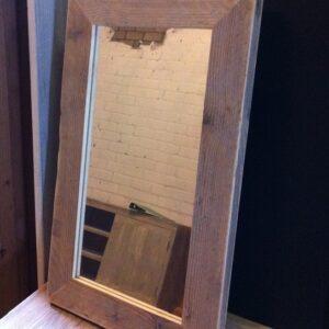 spiegel met een lijst van steigerhout 70 cm breed hillshome steigerhouten meubels stalen. Black Bedroom Furniture Sets. Home Design Ideas