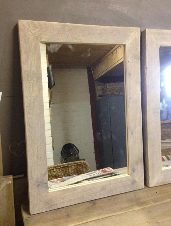 Spiegel met een lijst van steigerhout 60 cm breed for Spiegel 60x120