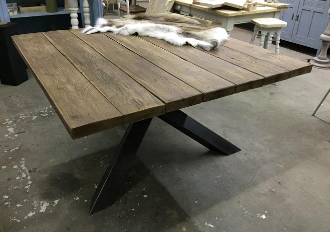 Vierkante tafel met stalen kruispoot hillshome for Vierkante tafel